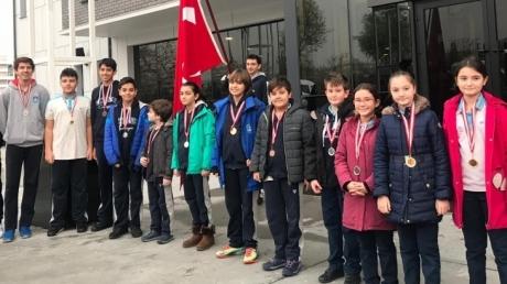 Bayrampaşa Okyanus Ortaokulu'nda Madalya Teslimi