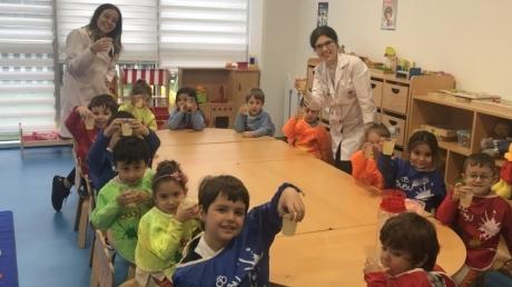 Deniz Yıldızı Grubu 11 Aralık Perşembe günü Bilingual dersinde limonata yaptılar.