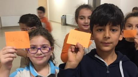 Eryaman Okyanus Koleji İlkokul Kademesi Öğrencileri İngilizce Koridor Etkinliğinde