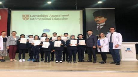 Mimarsinan Okyanus Ortaokulunda Öğrencilerimiz Cambridge Sertifikalarını Aldılar