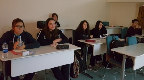 Lise Öğrencileri Fransızca Dersinde