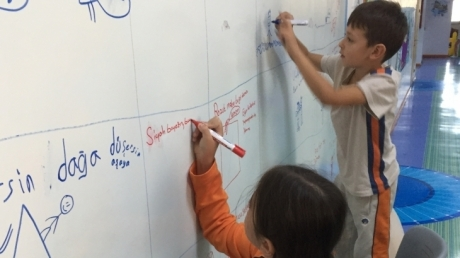 4-E ve 4-F Sınıfları Smart Wall'da Özgün Atasözleri Yazdılar