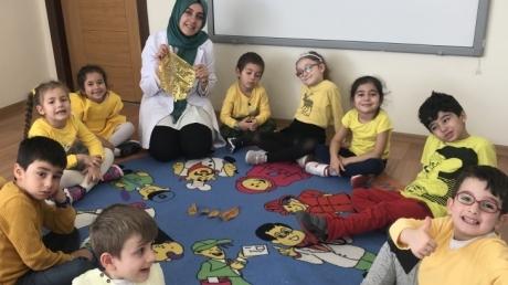Fatih Okyanus Koleji Okul Öncesi Yıldızlar Grubu Sarı Günü Yapıyor