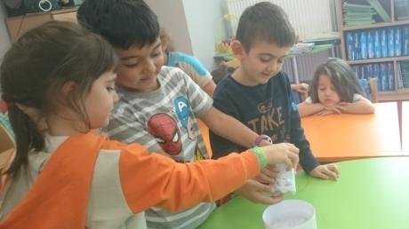 Halkalı Okul Öncesi Yıldızlar Grubu Deney Yapıyor