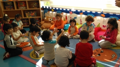 Halkalı Okul Öncesi Yunuslar Grubu Deney Yapıyor.