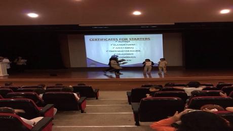 İlkokul ve Ortaokul Öğrencileri Cambridge Sertifikalarını Aldılar