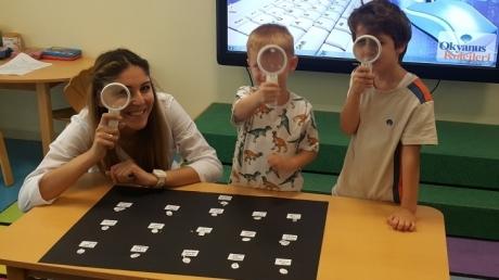 Mavişehir Okyanus Koleji Okul Öncesi Yunuslar Grubu Parmak İzi Deneyi Yapıyor