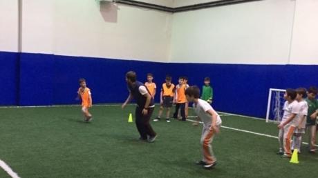 Minik Futbolcular Hem Eğleniyor Hem Öğreniyorlar