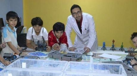 Yetenek Derslerinde Vex Robotik Eğitimleri Devam Ediyor