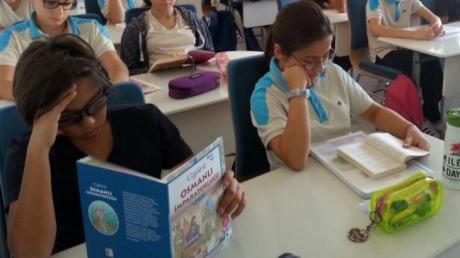 Ortaokul Öğrencilerimiz Kitap Okuyor.
