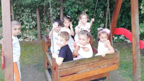 Halkalı Okul Öncesi Gökkuşağı Grubu Öğrencileri Bahçede