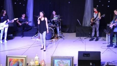Adana Kampüsünde Bestelenmiş Şiirler Rüzgarı Esti