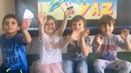 Çekmeköy  Okyanus  Koleji  Okul  Öncesi  Balıklar  Grubu  Öğrencileri  Sanat Dersinde