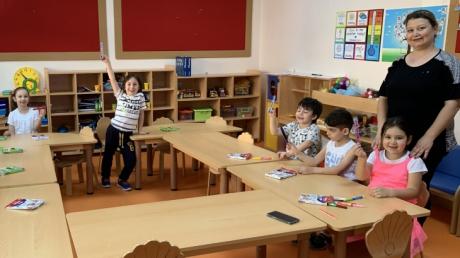 Güneş Grubu öğrencileri 31.05.2019 Cuma günü sınıf arkadaşları Erva'nın annesi Asine Hanım' ı sınıflarına misafir ettiler.