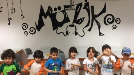 Okul Öncesi Mercan Grubu Öğrencileri Müzik Dersinde