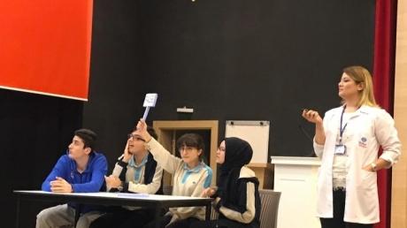 """Bayrampaşa Okyanus Anadolu ve Fen Lisesi İngilizce Zümresi 9. Sınıflara """"True False"""" Yarışması Düzenledi"""