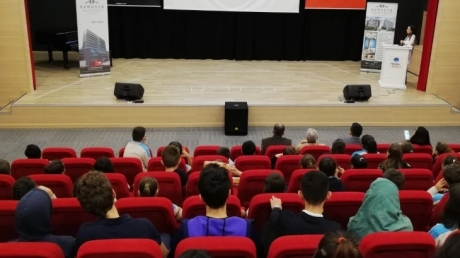 Bayrampaşa Okyanus Anadolu ve Fen Lisesi Tıp ve Sağlık Kariyer Kulübü Öğrencileri Beyin Cerrahı Prof. Dr. Çetin Ayhan Evliyaoğlu ile Söyleşide