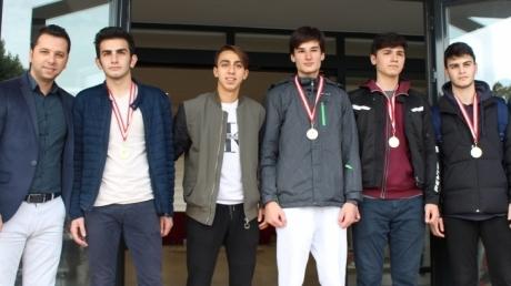 Futbol Şampiyonları Madalyalarına Kavuştu!