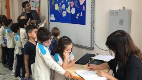 Güneşli Okyanus İlkokulu 2.Sınıf Öğrencileri 'Göz Kırpan Yıldız' Adlı Okuma Kitabının Yazarıyla Tanıştı