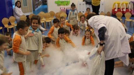 Okul Öncesi Öğrencileri Mad Science Etkinliğindeydi