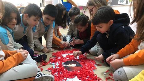 Bahçeşehir Okyanus Koleji Üstün Zekalılar ve Yetenekliler İlkokulu 1-E Sınıfı Öğrencileri ''Bayrağımız '' Etkinliğinde