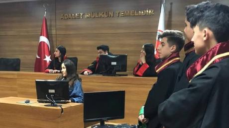 Hukuk ve Medya-İletişim Kariyer Kulübü Öğrencilerinden İstanbul Ticaret Üniversitesine Ziyaret