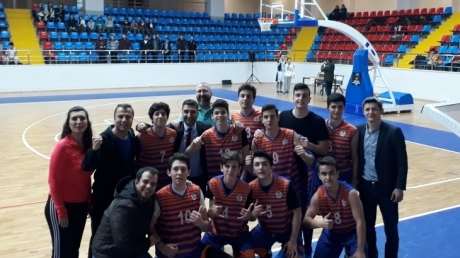 Beykent Okyanus Anadolu Lisesi Genç Erkek Basketbol Takımımız Yenilgisiz İlçe Şampiyonu Oldu