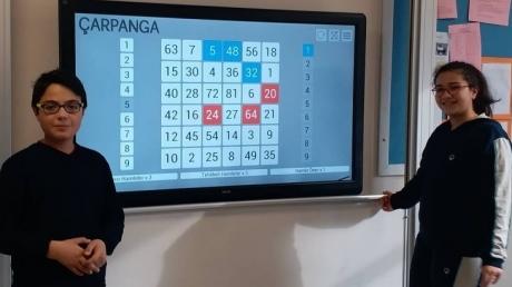 Eryaman Okyanus Koleji Ortaokul Kademesi Öğrencileri, Çarpanga Oyunu Oynayarak İşlem Yeteneklerini Geliştiriyor.