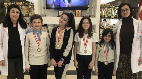 İncek Okyanus Koleji 5 ve 6. Sınıflarda NÖS-3 Deneme Sınavında Dereceye Giren Öğrencilerimize Madalyaları Verildi