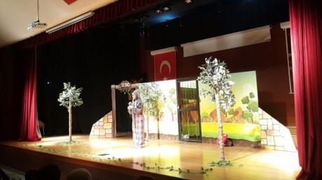 Mimarsinan Okyanus Koleji Okul Öncesi Kademesi İngilizce Tiyatro Etkinliğinde