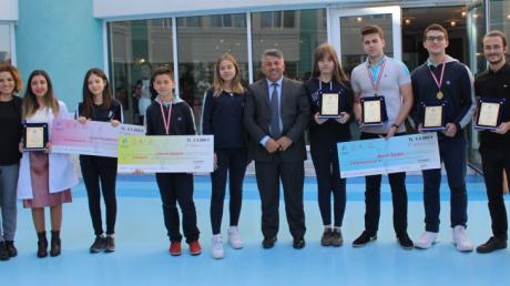 Ortaokul ve Lise Kademesi Öğrencileri Küçükçekmece Dahilerini Arıyor Proje Yarışmasında...