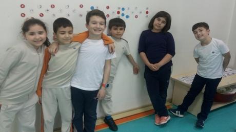 """Bahçeşehir Okyanus Koleji Üstün Zekâlılar ve Yetenekliler İlkokulu 3. Sınıf Matematik Esnek Grup Öğrencileri """"Soru Hazırla-Cevap Anahtarı Oluştur"""" Etkinliğinde"""