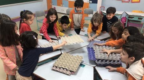 Bahçeşehir Okyanus Koleji Üstün Zekalılar ve Yetenekliler İlkokulu 1-E Sınıfı Öğrencileri ''Geri Dönüşümden Geri Dönüşüm Kutusuna'' Etkinliğinde