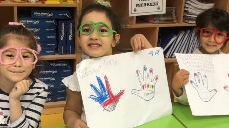 Beykent Okyanus Koleji Okul Öncesi Gökkuşağı  Grubu Öğrencileri Fastrackids Dersinde Teknoloji Konusunu Öğreniyor