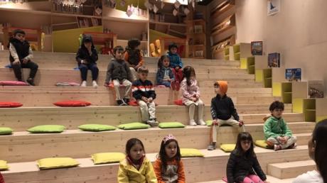 Beylikdüzü Okul Öncesi B Grubu Öğrencileri Adile Naşit Çocuk Kütüphanesi Gezisinde