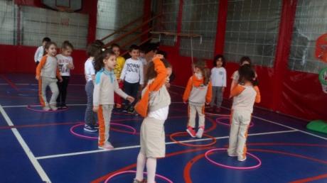 Beylikdüzü Okul Öncesi Çiçekler Grubu öğrencileri Jimnastik dersinde