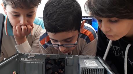 Bornova Okyanus Koleji 5. Sınıf Öğrencileri Gelecekte Bir Gün, Meslekte İlk Gün Projesiyle Gelecek Hayallerine Bir Adım Daha Yaklaşma Fırsatı Buldu