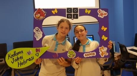 Bornova Okyanus Ortaokul Öğrencileri Bilişim Haftasını Kutladı