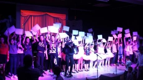 Çekmeköy Okyanus Koleji İlkokul, Ortaokul ve Lise Kademesi Tiyatro ve Dans Yetenek Kulübü Öğrencileri.