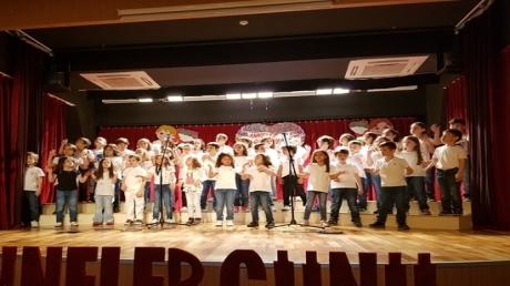 Fatih Okyanus Koleji 1. Sınıflar Anneler gününü coşku ile kutladı.
