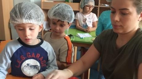 Halkalı Okul Öncesi İnciler Grubu Öğrencileri Aile Katılım Etkinliğinde.