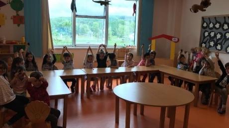Kemerburgaz Okyanus Koleji Yunuslar Grubu Satranç Dersinde 'Rok Atma Kuralını' Öğreniyor