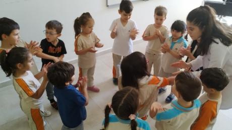 Okul Öncesi Deniz Yıldızı Grubu Öğrencileri Müzik Dersinde