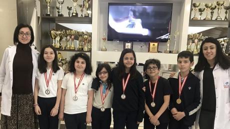 5 ve 6. Sınıflarda NÖS-4 Deneme Sınavında Dereceye Giren Öğrencilerimize Madalyaları Verildi