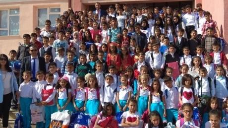 """""""'23 Nisan Kutlu, Çocuklar Mutlu Olsun"""""""