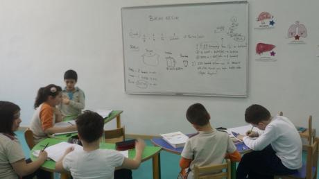 """Bahçeşehir Okyanus Koleji Üstün Zekâlılar ve Yetenekliler İlkokulu 3. Sınıf Matematik Esnek Grup Öğrencileri """"Birim Kesirleri Toplayarak Bütün Elde Edelim"""" Etkinliğinde"""