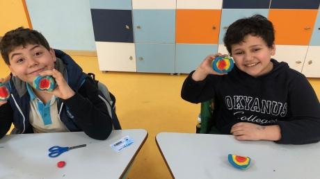 """Bahçeşehir Üstün Zekâlılar ve Yetenekliler İlkokulu 3-F Sınıfı Öğrencileri """"Hamurdan Dünya"""" Etkinliğinde"""