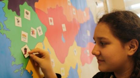 Bornova Okyanus Kolejinde Sosyal Bilgiler Dersinde Manyetik Puzzle Etkinliği İle Keyifli Öğrenme