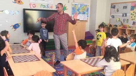 Çekmeköy Okyanus Koleji Okul Öncesi  Yıldızlar Grubu Satranç Dersinde