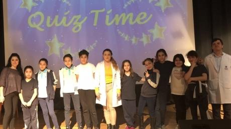 """6. sınıf öğrencileri """"Quiz Show"""" etkinliğinde bir araya gelerek eğlenceli anlar geçirdi"""